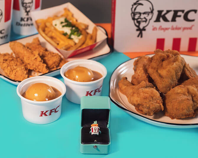 The limited edition Deliveroo KFC Bucket rings are available with pre-orders of the Valentine's Day Combo from KFC.