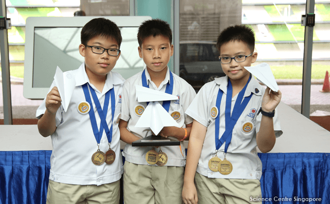 01-Flying-Rocket-Category-A-Student-Class-Champions-from-Pei-Hwa-Presbyterian-Primary-School-with-their-paper-planes