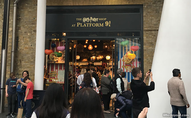 01-harry-potter-shop-kings-cross