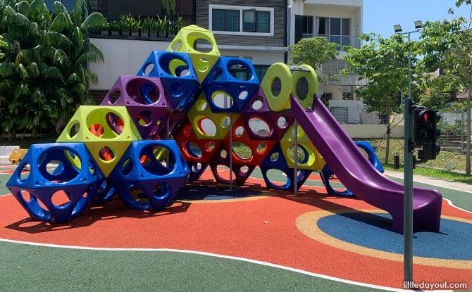 Kampung Siglap Playground: Climbing Blocks Mountain