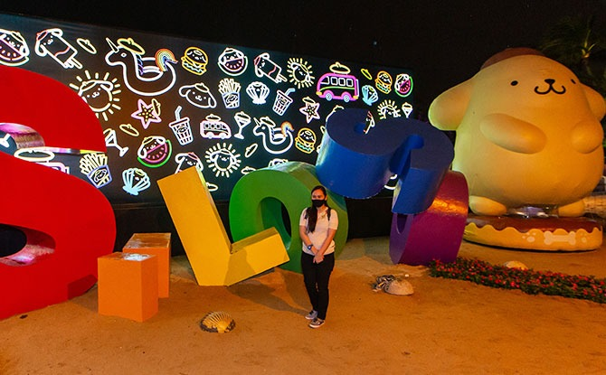 Sentosa Lights siloso pose
