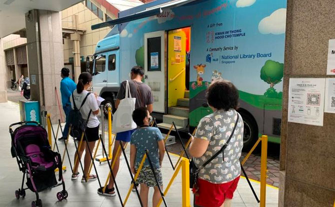 MOLLY, a pop-up mobile library