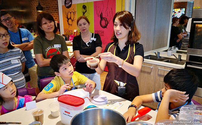 Participants learning how to make cupcakes from Chef Violet