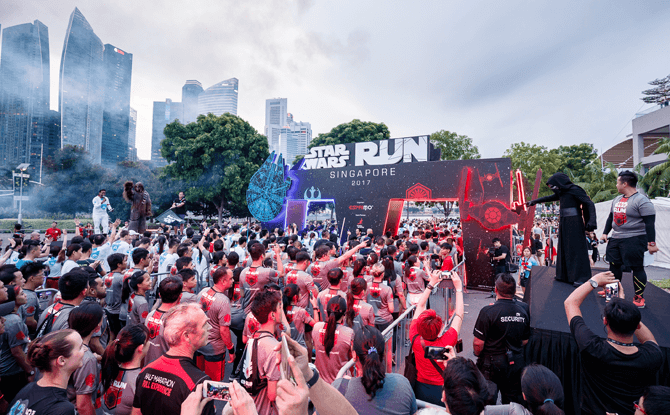 Kylo Ren & Chewy at the Star Wars Run Singapore 2017