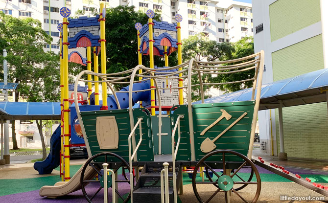Clementi Castle & Wagon Playground can be found between Blocks 434 and 435 Clementi Avenue 3.