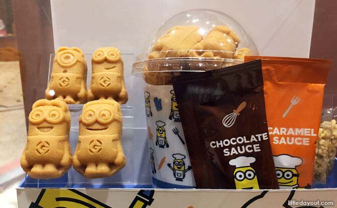Minion biscuits with sauce