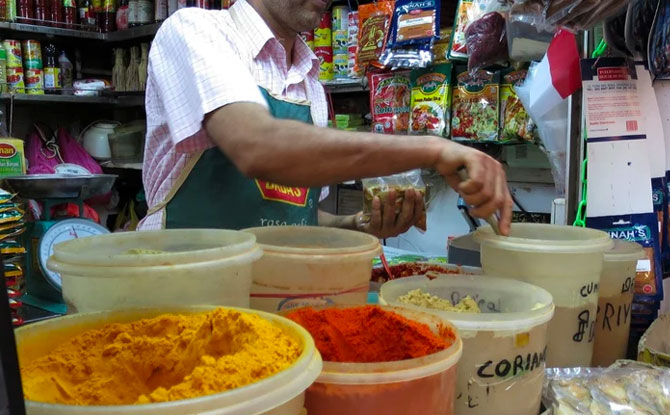 Tea & Tiffin: Heritage and Food Tour in Little India