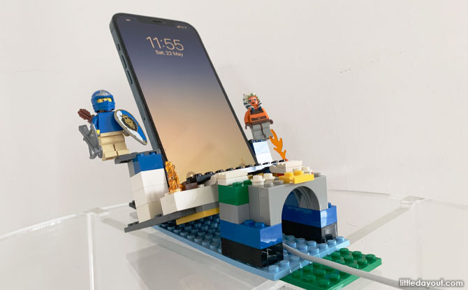 How To Build A LEGO Phone Holder
