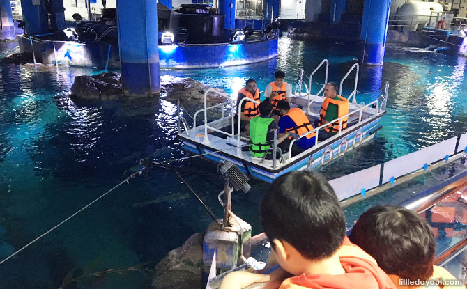 Glass bottom boat at Sea Life Bangkok
