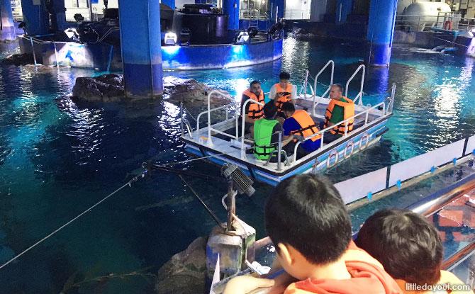 Glass bottom boat at Sea Life Bangkok
