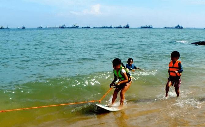 Tow Skim Boarding