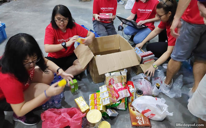 03-volunteering-at-food-bank-singapore