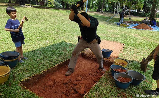 Archaeologist in Singapore - Exploring Temasek
