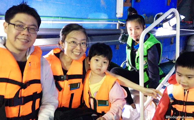 Sea Life Bangkok Ocean World: Exploring Life Beneath the Waters & Riding On Glass-Bottom Boat!