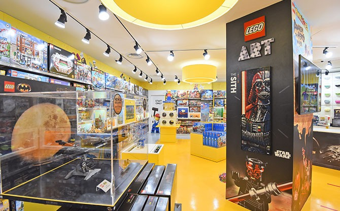 Singapore_s first LCS with a dedicated Adults Corner (Courtesy of LEGO Group 2020)