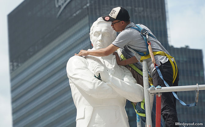 Cleaning of the Raffles Statue