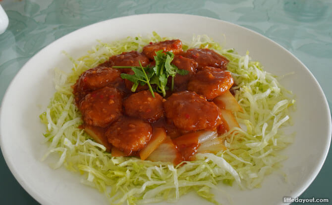 Braised Fresh Scallop with Water Chestnut in Chilli sauce