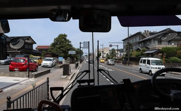 Kirin Jishi Loop Bus for tourists - A Guide On How To Get To The Tottori Sand Dunes, Japan