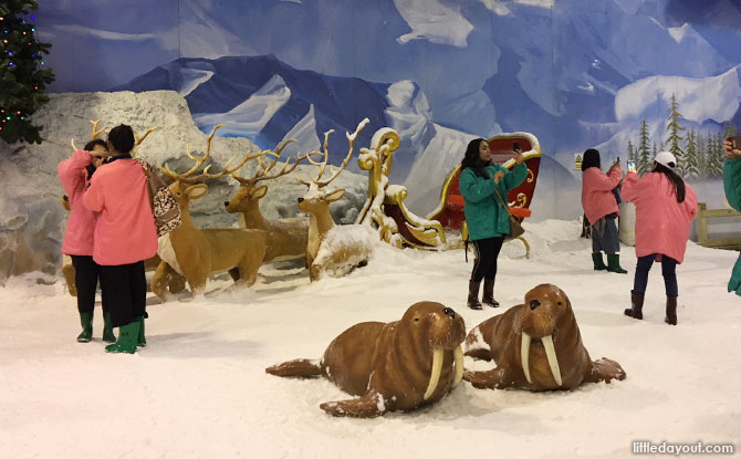 Snow Town's indoor arctic playspace, Dream World Bangkok