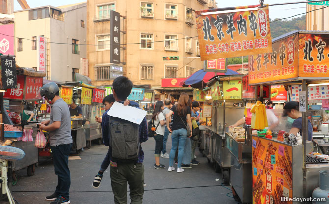 Visiting the night markets in Taiwan with kids