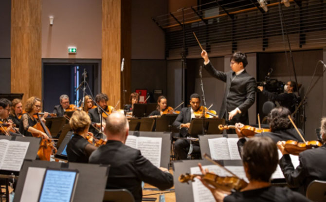 Kahchun Wong and Orchestre National dÎle-de-France (Photo Credits_ Kira Vygrivach)