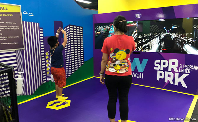 iWall also had a few new games such as Ski Jumping, Deepsea dash and Parkour.