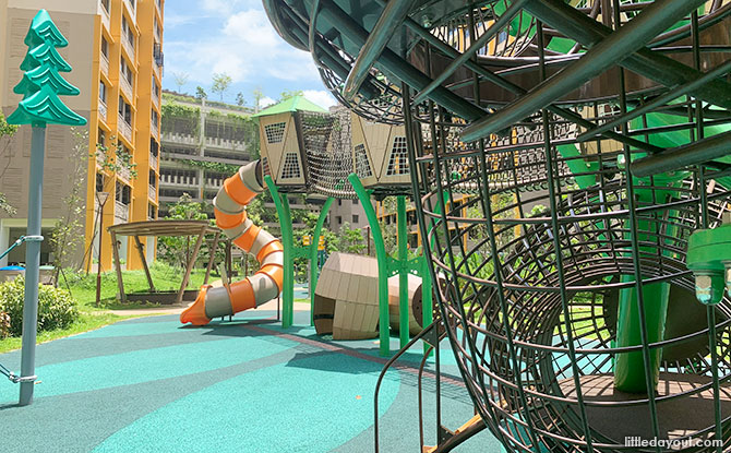 Bukit Batok West Plains Playground in Front of Block 463