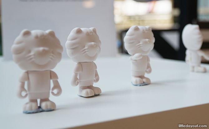 Singa figurines