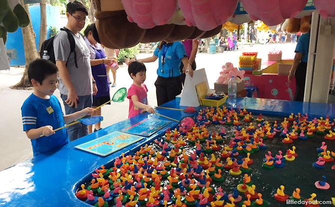 Playing carnival games at Dream World Bangkok