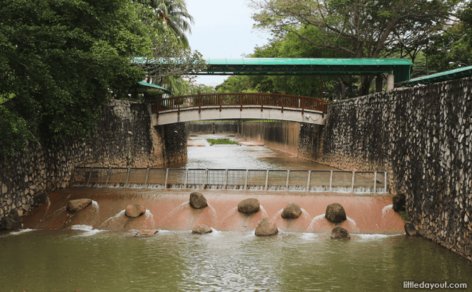 Water flowing in to Pang Sua Pond