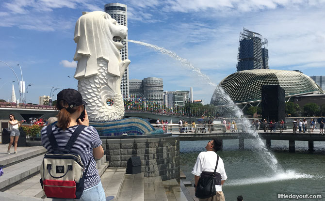 Merlion pose