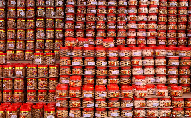 13 chinatown festive street bazaar