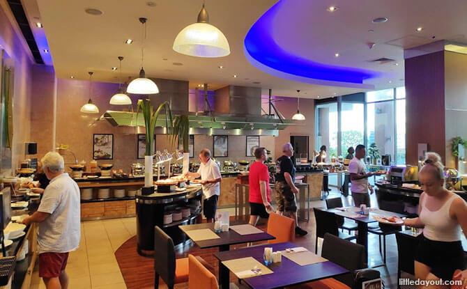 Novotel Clarke Quay Staycation - hotel's Square restaurant