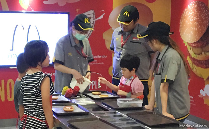 Hamburger-making at KidZania Bangkok