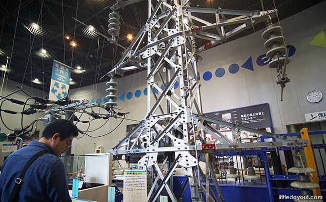 Electricity exhibits at the Osaka Science Museum