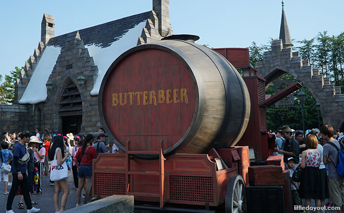 Butterbeer kiosk at The Wizarding World of Harry Potter