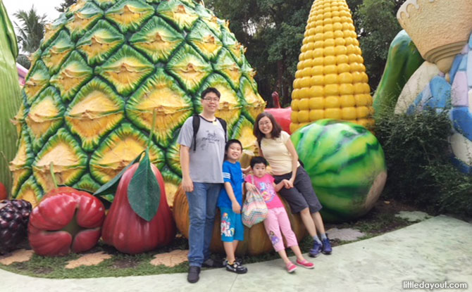 Dream World Bangkok, Thailand: Family-Friendly Amusement Park With Rides, Animals & Snow!