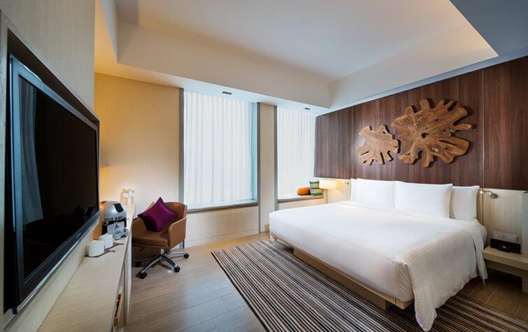 9-Oasia-Hotel-Novena-Deluxe-Room-King-LowRes