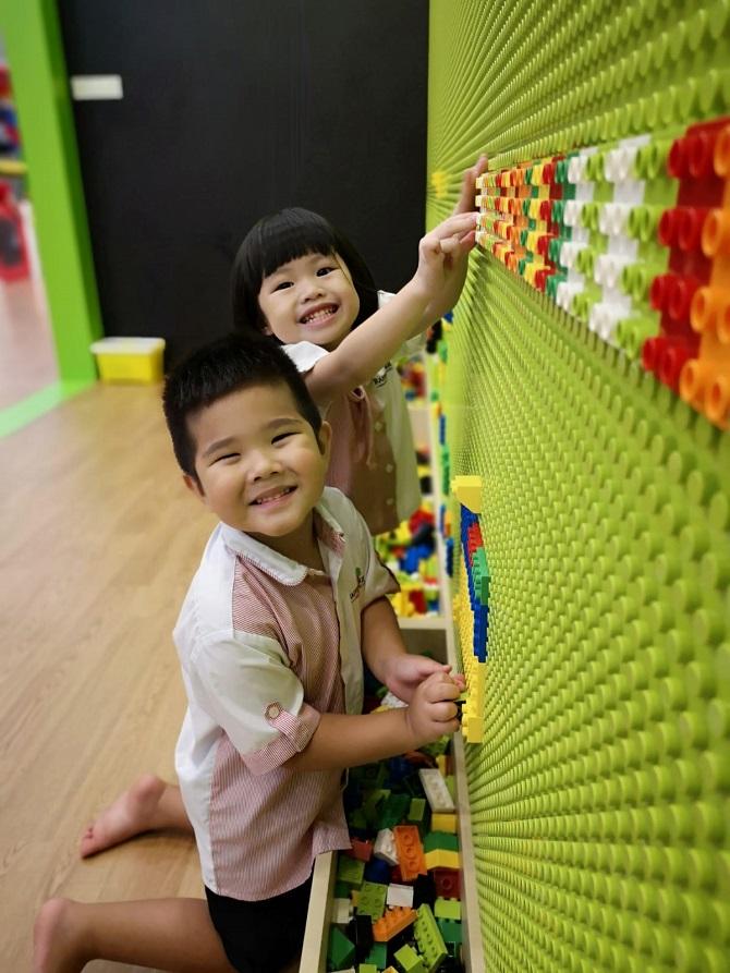 Raffles Kids play wall