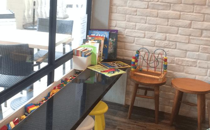 The Royals Café