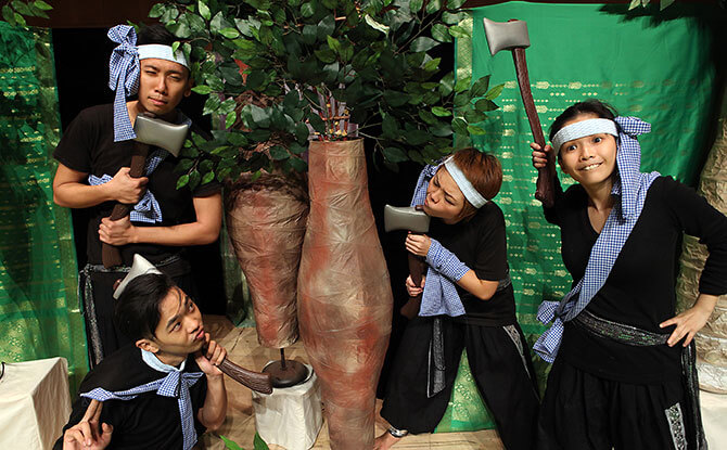 a-Hug-The-Tree-3