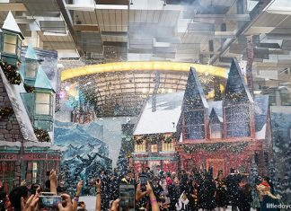 Snow And Light Show Timings At Changi Airport Terminal 3's The Wizarding World Holiday at Changi