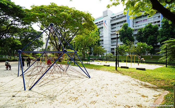 Bedok Town Park: A Walk In The Park Next To The PIE