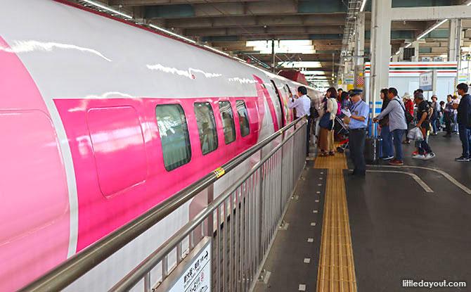 Hello Kitty Shinkansen at the Station