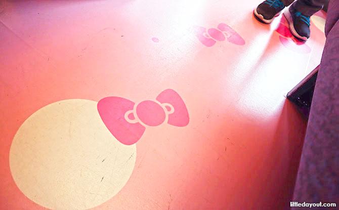 d16 Hello Kitty Shinkansen Pink Floor IMG 7151