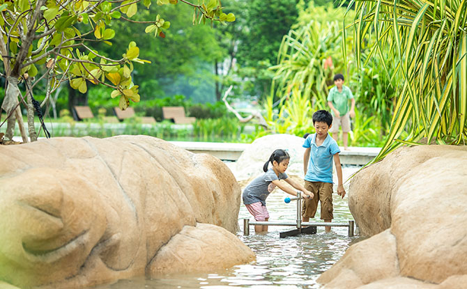 e-Children-playing-amongst-coastal-trees_NParks