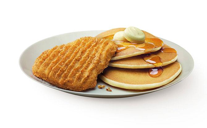 Hotcakes with Golden Chicken