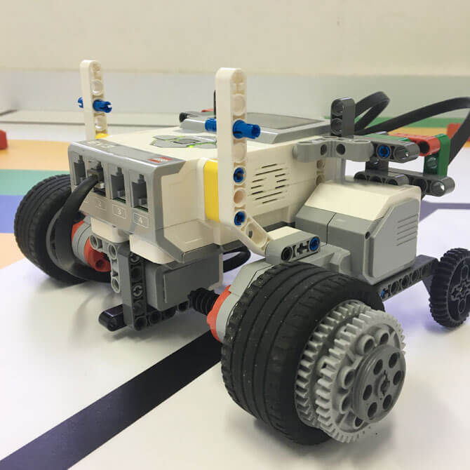 Build and learn with LEGO