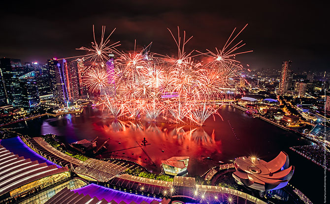 e-Marina-Bay-Singapore-Countdown-2018.-Photo-by-Colossal,-courtesy-of-Urban-Redevelopment-Authority_Touched_R1
