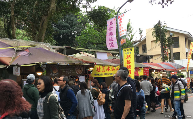 Besides teahouses and cafes, there are also street food stalls along the roads.